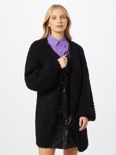 Missguided Strickjacke in schwarz, Modelansicht