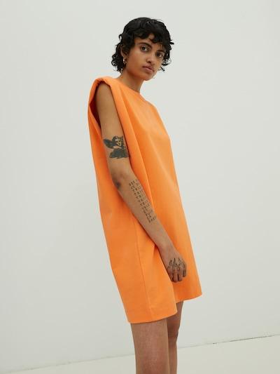 EDITED Haljina 'Rosie' u narančasta, Prikaz modela